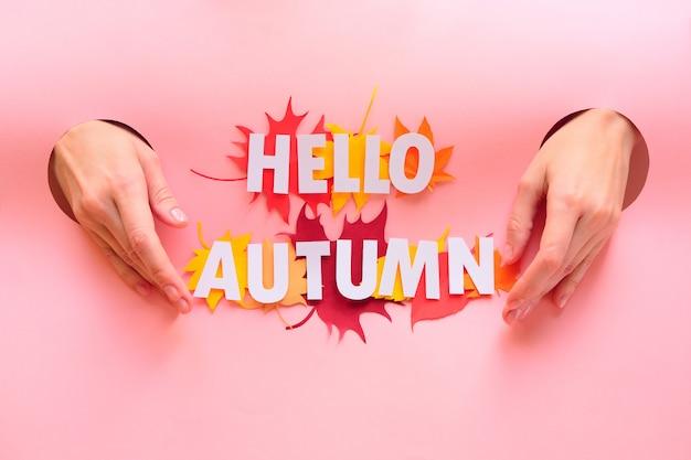 Bladeren van papier in herfstkleuren