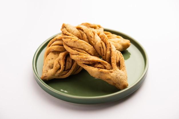 Bladvorm of laccha mathri of mathiya is een theetijdsnack uit rajasthani. het is een gefrituurd schilferig koekje uit de noordwestelijke regio van india