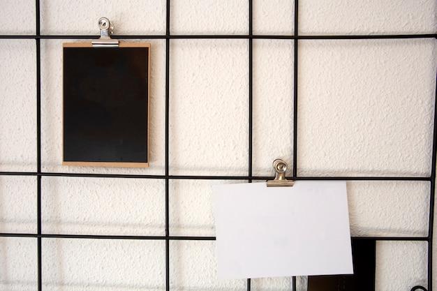 Blanco ansichtkaarten op scandinavische stijl metalen gaasrasters ansichtkaarten wandkader