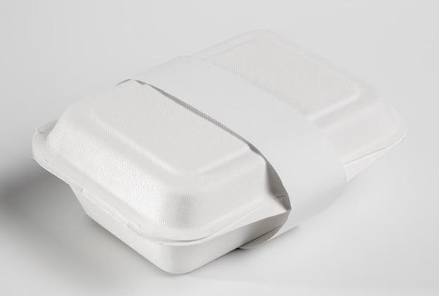 Blanco fastfoodpakket met hoge hoek
