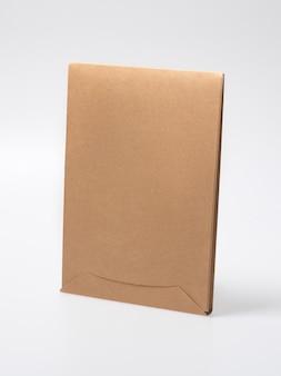 Blanco gesloten ambachtelijke doosmodel als wegwerpverpakking met milieuvriendelijke, recyclebare materialen.