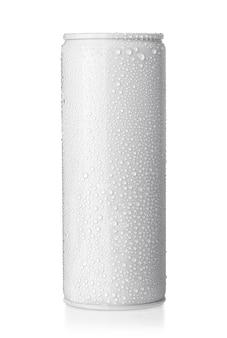Blanco groot koud aluminium bierblikje met druppels, 500 ml