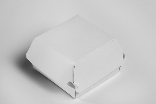 Blanco hamburgerpakket met hoge hoek