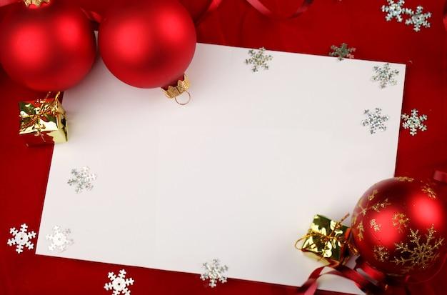 Blanco kerstpapier of kaarten met ornamenten