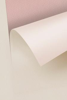 Blanco opgerold beige kraftpapier