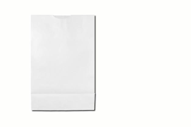 Blanco papier geïsoleerd op een witte achtergrond. 3d-rendering