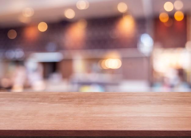 Blanco van houten bovenste tafel bij coffeeshop