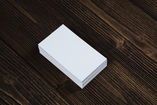 Blanco visitekaartjes op hout
