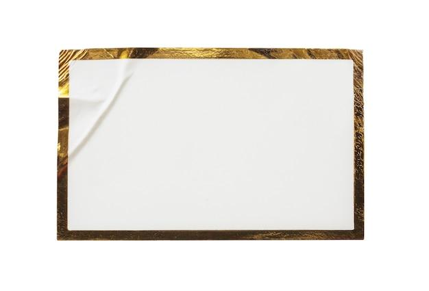 Blanco witboek sticker label met gouden frame geïsoleerd op een witte achtergrond