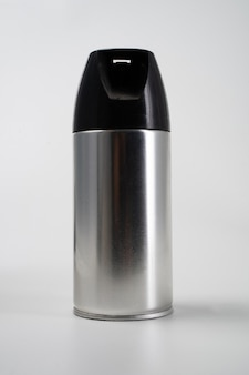 Blank aluminium spuitbus geïsoleerd