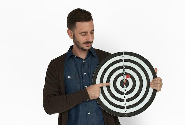 Blanke man bullseye dartboard lachend