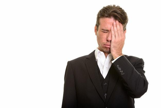 Blanke zakenman kijkt boos en benadrukt met mislukking