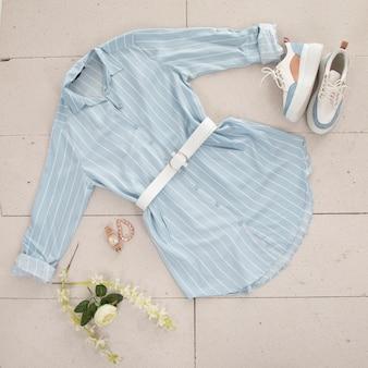 Blauw dames overhemd en accessoires