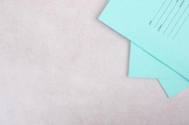 Blauw drie werkboek op witruimte