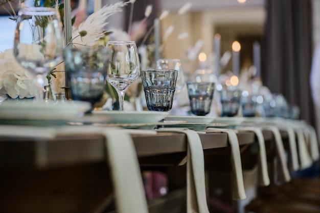 Blauw en goud boho bruiloft decor.