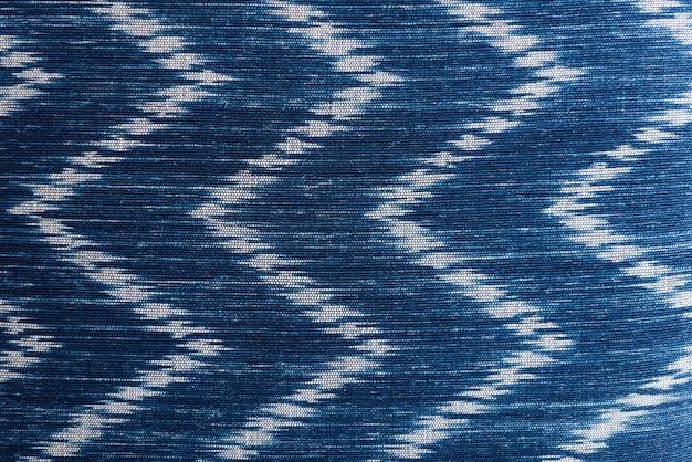 Blauw en wit textiel getextureerd behang