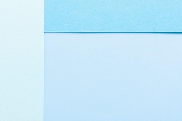 Blauw getinte geometrische vellen papier met kopie ruimte