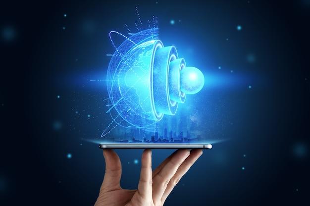 Blauw hologram interne structuur van de aarde boven de tablet, de structuur van de kern, geologische lagen. aarde geologie concept