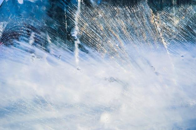 Blauw ijsoppervlak met krassen van abstracte achtergrond van ijsstructuur