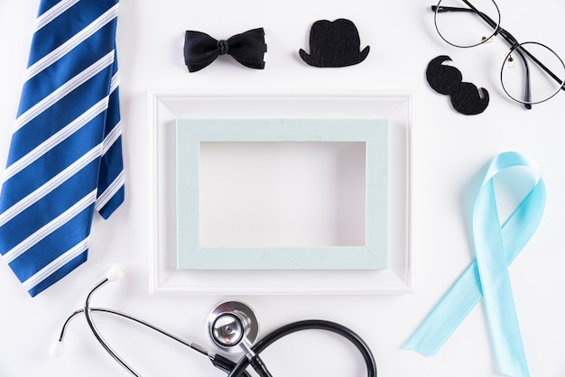 Blauw lint dat movember vertegenwoordigt om het bewustzijn van de gezondheid van mannen te vergroten
