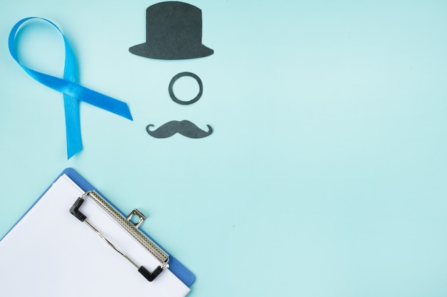 Blauw lint met zwarte snor en hoge hoed op blauw