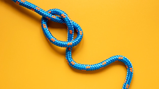 Blauw met gele stippen zeemans touw knoop