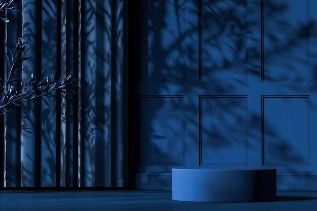 Blauw platform op blauwe modelscène, zonnescherm en boomschaduw op muur, abstracte achtergrond voor product