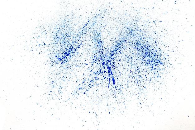 Blauw poeder op witte achtergrond