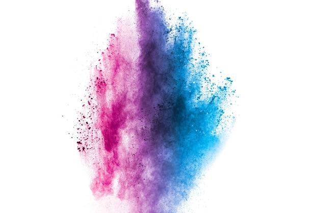 Blauw roze kleur poeder explosie op witte achtergrond.