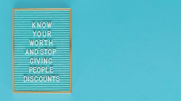 Blauw tekstbord met exemplaar-ruimte