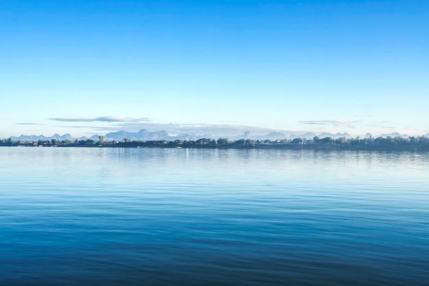 Blauw van de overzeese golvenoppervlakte abstract patroon als achtergrond