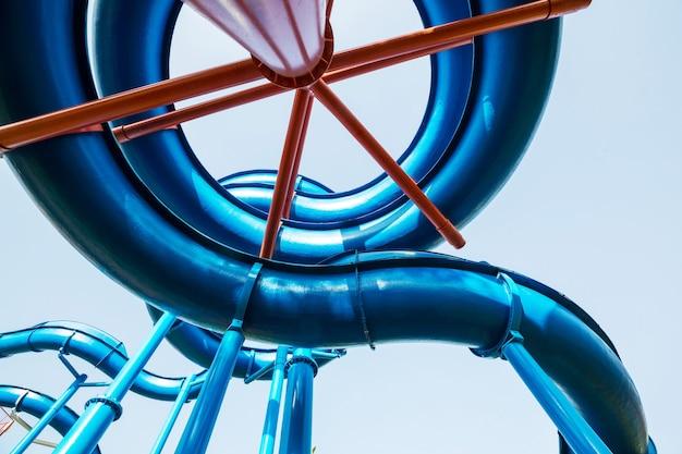 Blauw waterpark op lucht
