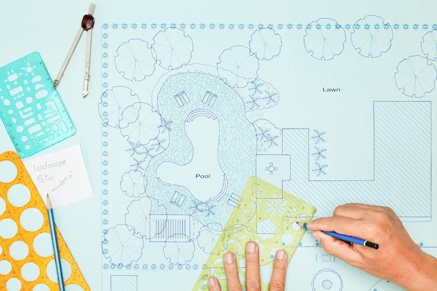 Blauwdruk landschapsarchitect ontwerp achtertuinplan voor villa