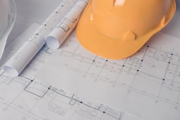 Blauwdruk met bouwvakker en architect elementen