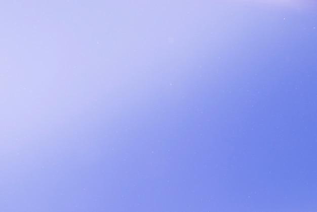 Blauwe abstracte achtergrond met lichte vlekken