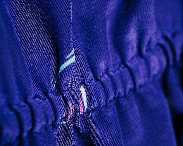 Blauwe blouse gemaakt van zijde