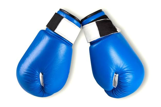 Blauwe bokshandschoenen die op wit worden geïsoleerd