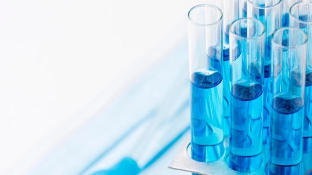 Blauwe chemische stoffen met kopie ruimte