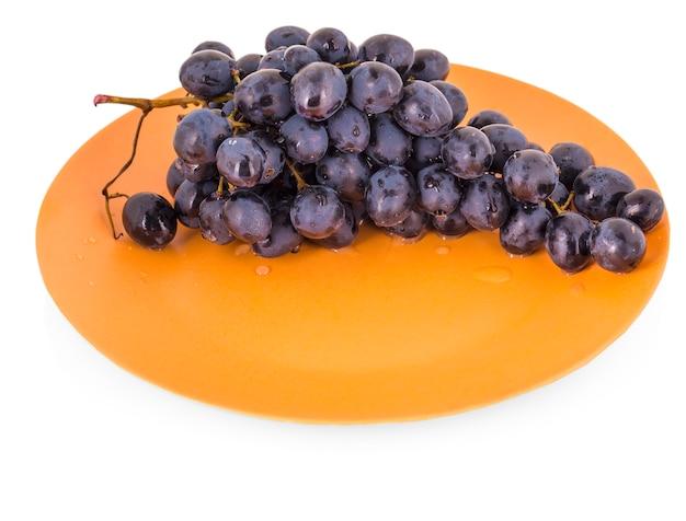 Blauwe druiven in een kleiplaat