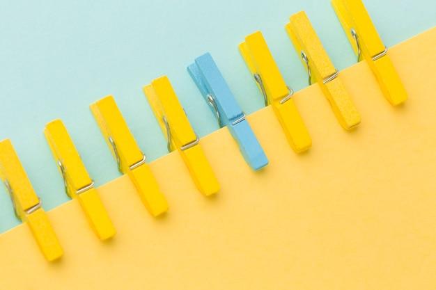 Blauwe en gele haken