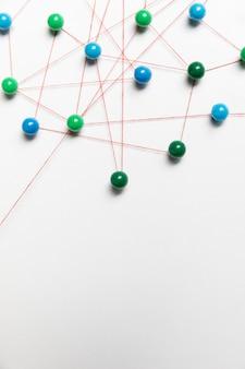 Blauwe en groene punaise kaart