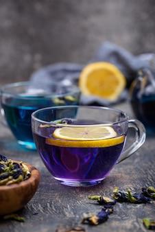 Blauwe en paarse thee vlinder erwt