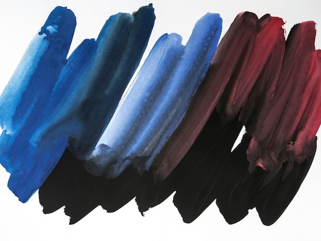 Blauwe en rode penseelstreken op witte achtergrond