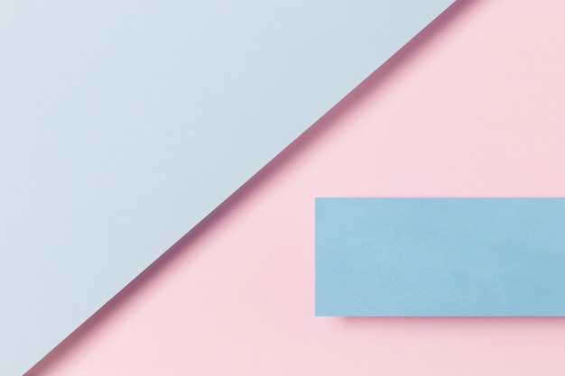 Blauwe en roze kasten