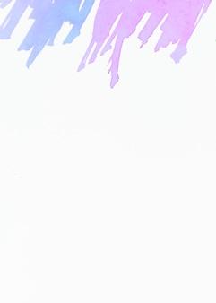 Blauwe en roze penseelstreek op de top van een witte achtergrond