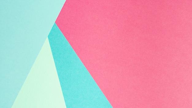 Blauwe en roze vellen papier met kopie ruimte