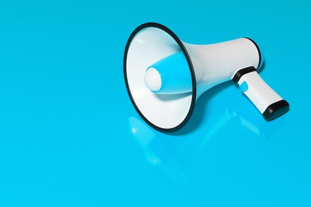 Blauwe en witte cartoon luidspreker op een blauwe monochrome achtergrond.
