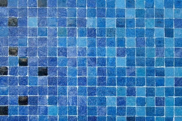 Blauwe en zwarte van de mozaïekmuur textuur als achtergrond