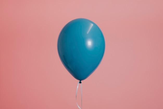 Blauwe enkele ballon met een touwtje