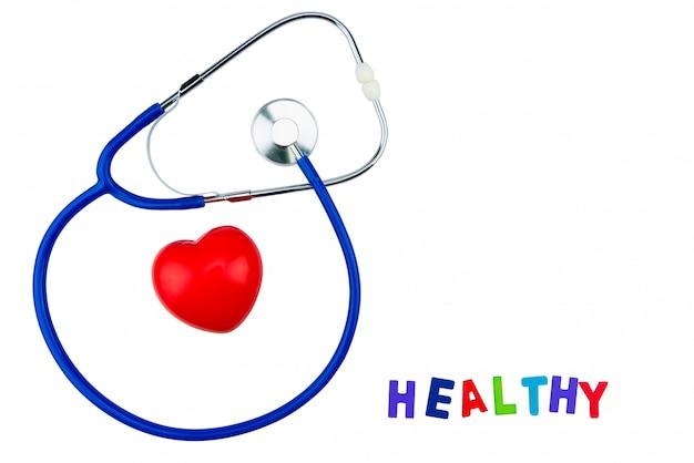 Blauwe geïsoleerde stethoscoop en rood hart op witte achtergrond